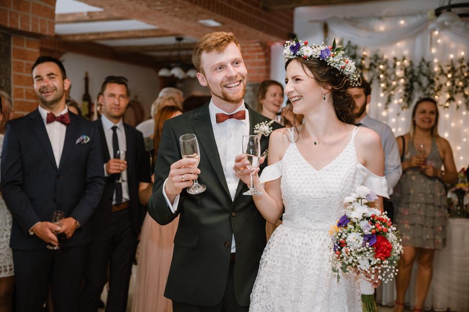 fotograf i kamerzysta wesele rustykalne