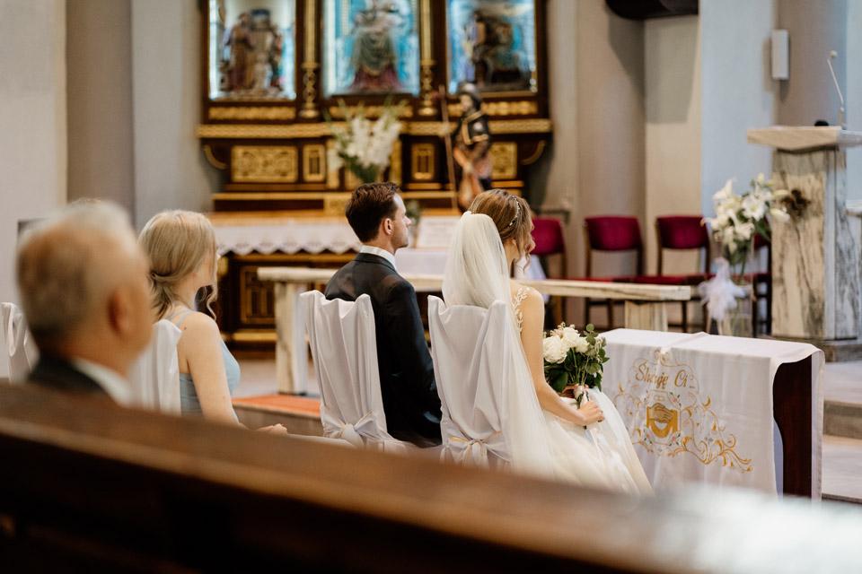 fotografie z kościoła świętego Józefa- para młoda