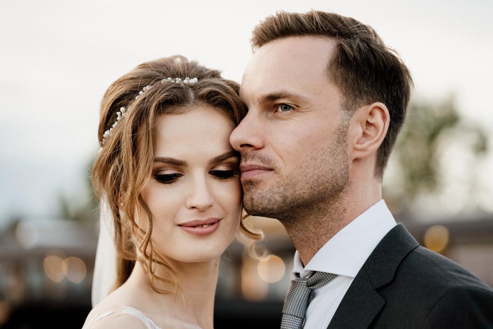 portret pary młodej- sesja w dniu ślubu