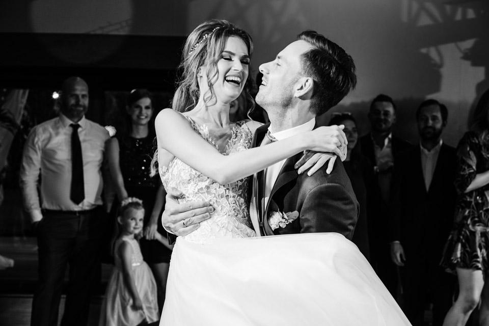 pierwszy taniec pary młodej- najlepsze fotografie