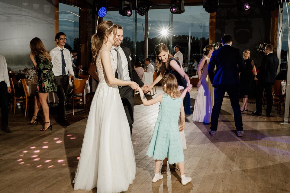 wesele w restauracji Przystań- tańce