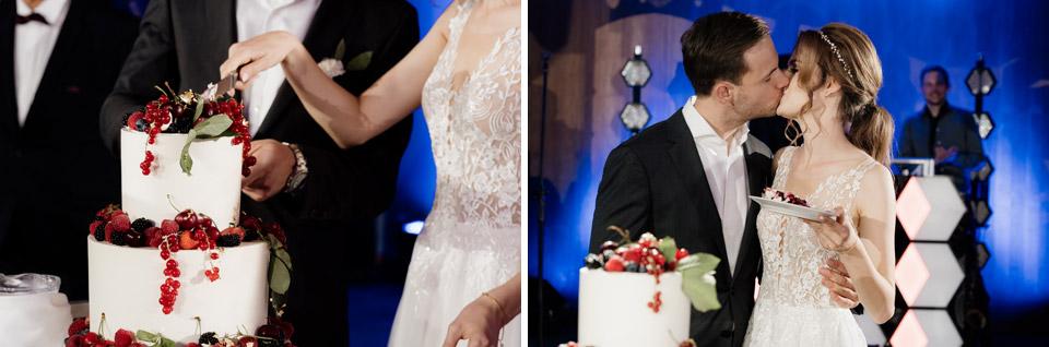 para młoda przy torcie weselnym