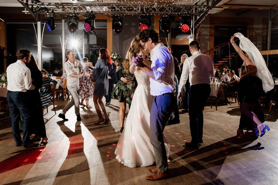 kreowanie światła na weselu- najlepsza fotografia ślubna