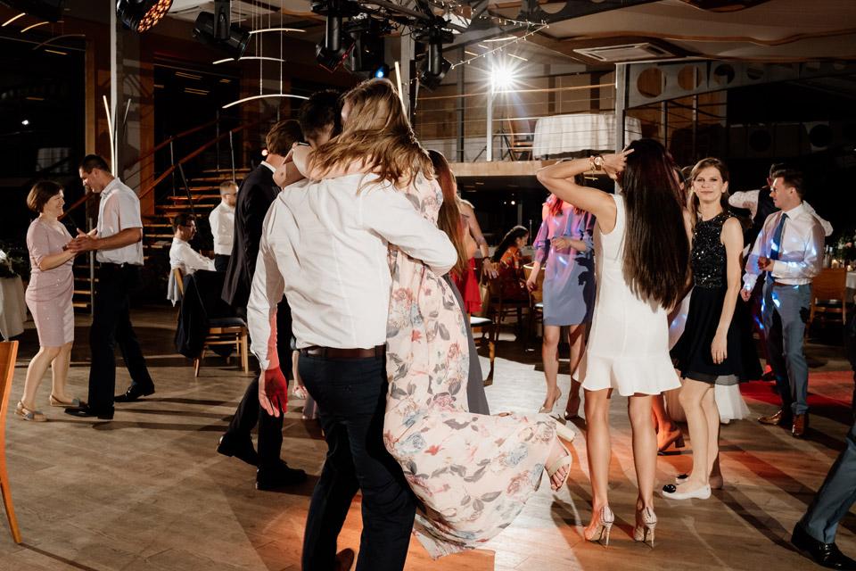 fotografia ślubna i filmowanie wesela w restauracji Przystań