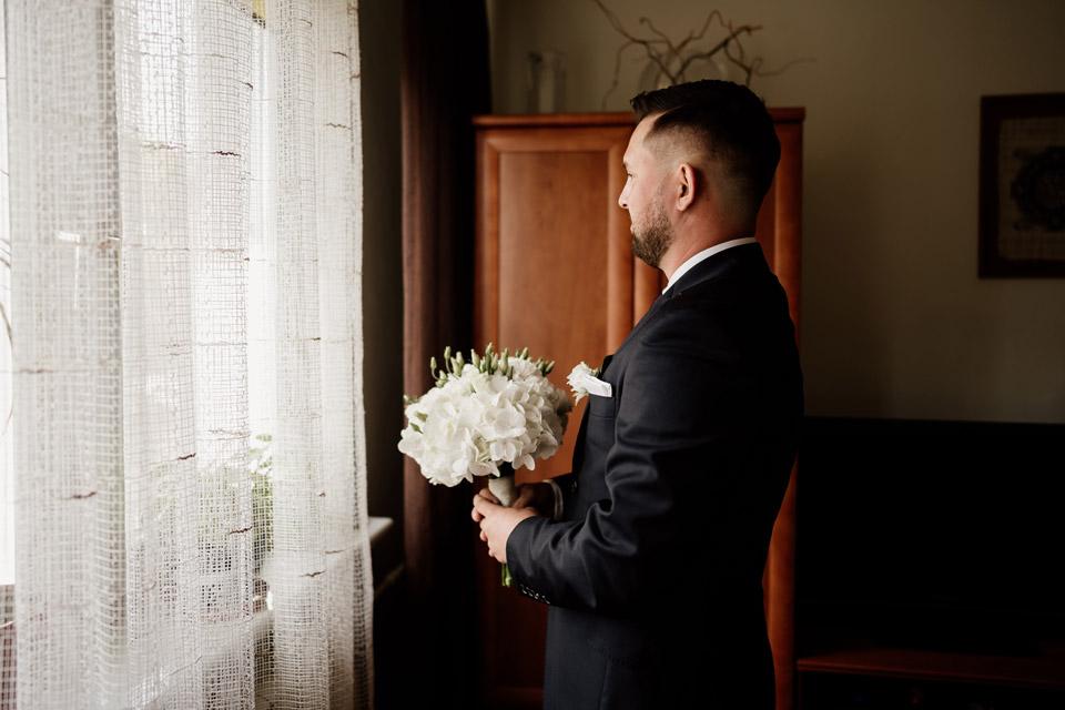 first look- pan młody czeka na zobaczenie przyszłej żony