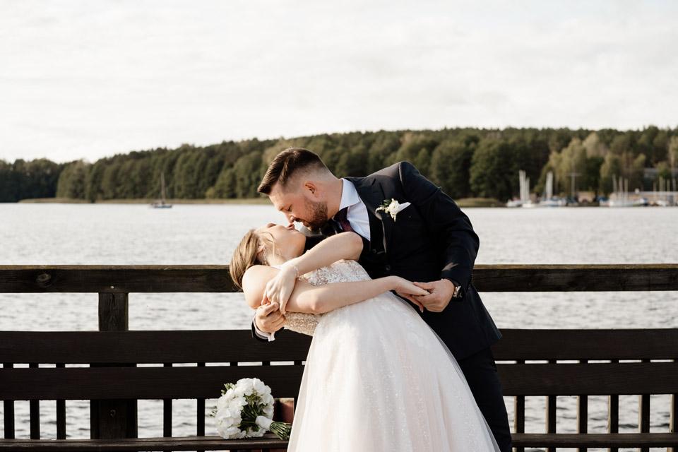 sesja ślubna w dniu ślubu- plaża miejska w Olsztynie