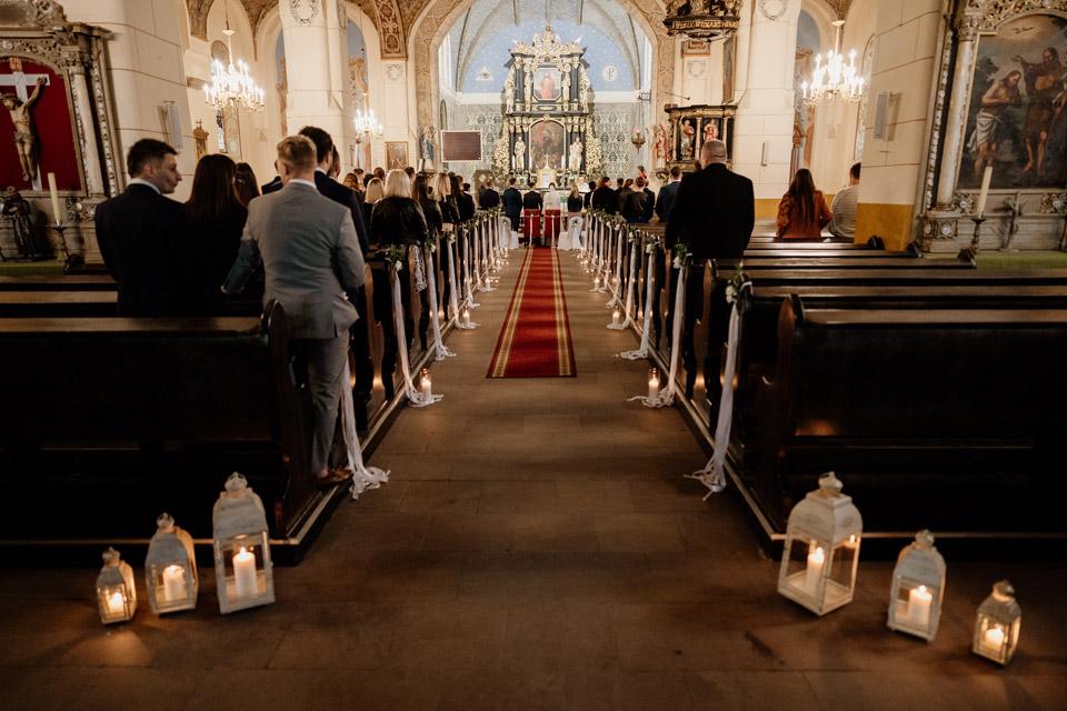 kościół w Jonkowie- dekoracje ślubne