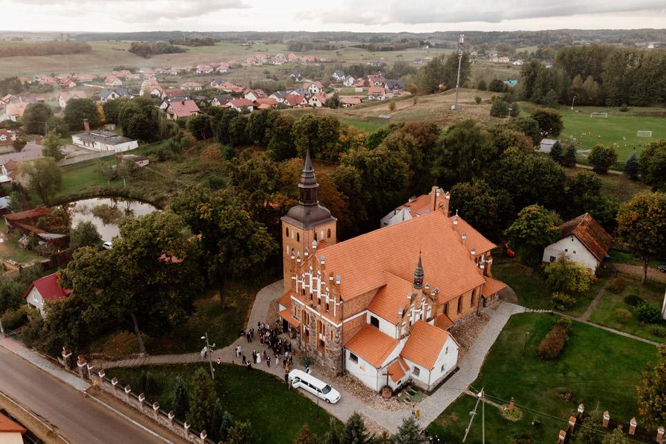 Jonkowo i kościół z drona