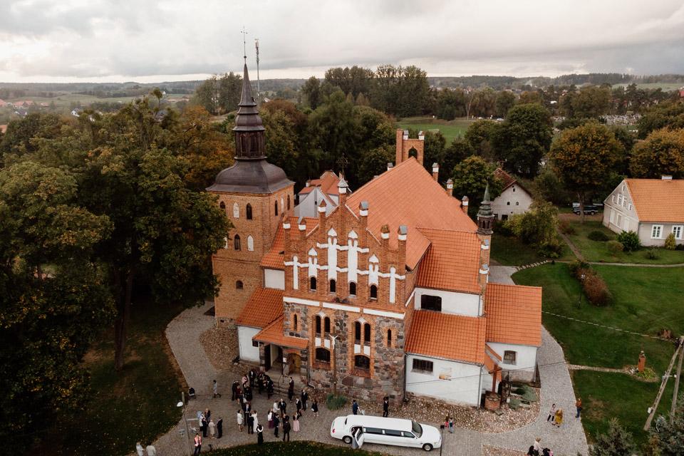 widok z drona- kościół w Jonkowie