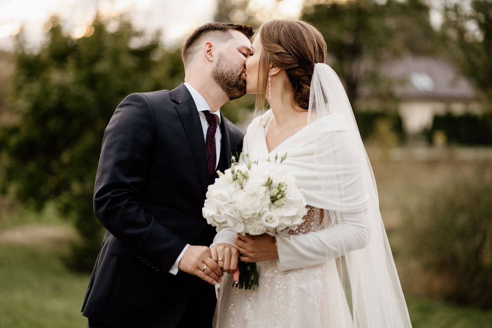 szybka sesja ślubna po kościele
