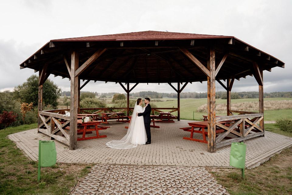 szybka sesja ślubna- park w Jonkowie