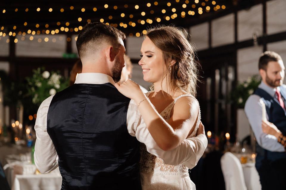 taniec ze świecami na weselu w Zalesie Mazury