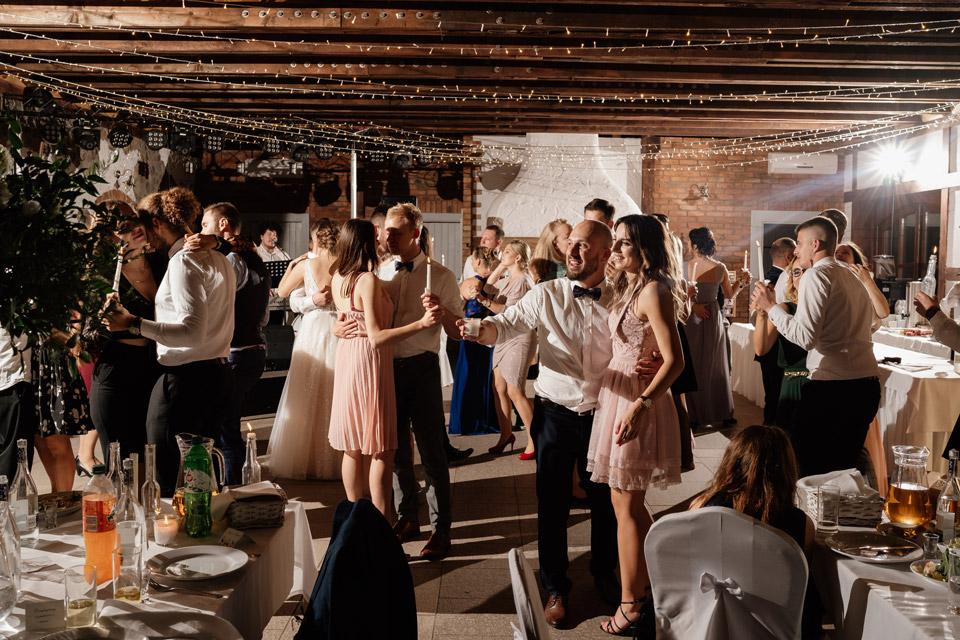 kreowanie światłem na weselu w Zalesie Mazury- najlepsi fotografowie ślubni