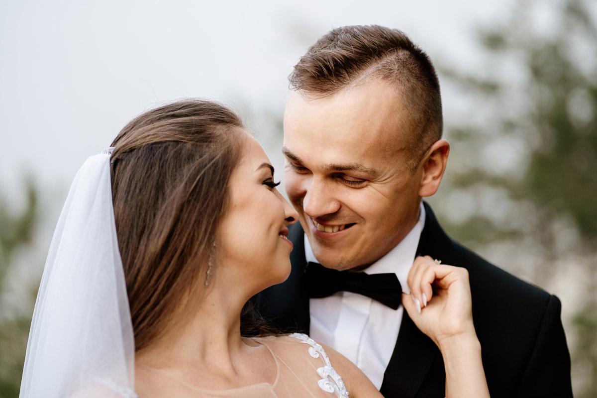 romantyczna naturalna fotografia małżeńska