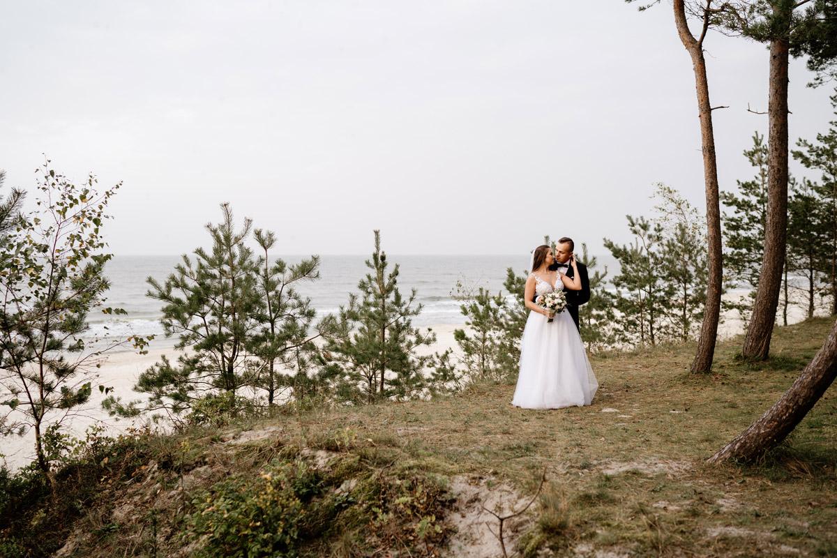 sesja ślubna nad morzem- klif w Sztutowie
