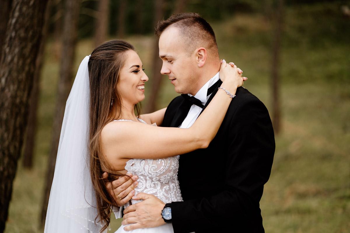 sesja ślubna nad morzem Sztutowo- zdjęcia w pobliskim lesie